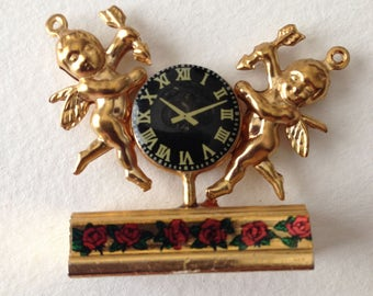 Angels with Clock Pendant Red Roses