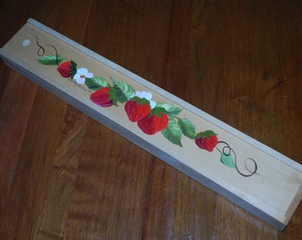 Vintage wooden knitting needle holder - sliding top - handpainted strawberries and blossoms - knitting organizer