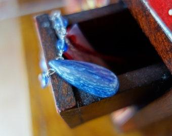 Silver raw kyanite drop pendant necklace