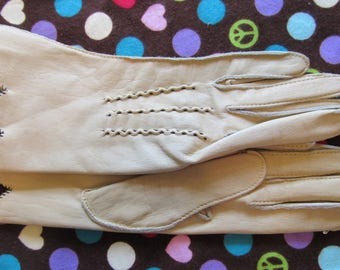Beautiful Pair of Vintage Native Deerskin Leather Gloves-Size 6.5