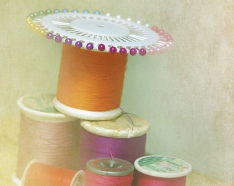 Thread, Sewing, Pin Wheel, Green, Pink, Blue, Vintage Spools, Romantic, dreamy, soft focus highlights, Still Life, Old bobbins, Shabby Chic