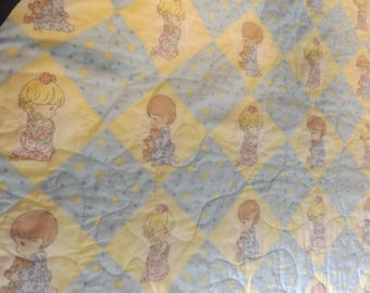 Precious Moments  Praying Boy and Girl Baby Blanket Crib Quilt  Wall Hanging Vintage