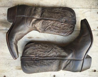 Vintage Lucchese cowgirl boots Size 7.5 B (fits up to 8) dark brown leather cowboy boots women