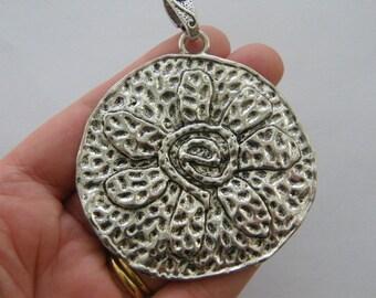 1 flower pendant antique silver tone M900