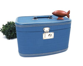 vintage 50s 60s train case medium blue box tote travel gear luggage unisex men women simple classic traditional mid century modern retro mcm
