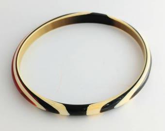Beautiful Petite Swirly Plastic Bangle Bracelet Unsigned