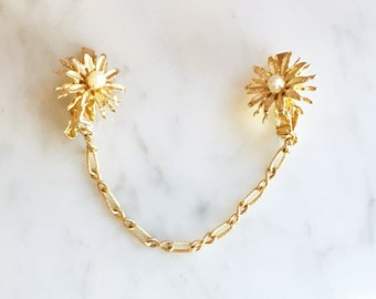 Vintage 50s 60s Gold Chain Pearl Flower Sweater Clip