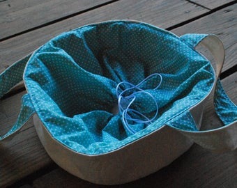 Cake carrier, casserole and pie bag, round tote - green, polka dots