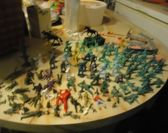 Vintage Lot Of Over 130 Plastic Toy Soldiers Cowboys Indians & Pieces To Play sets, collectable
