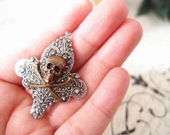 Fleur de lis and skull Aligator Clip-goth-medieval-steampunk S018
