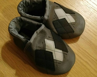 Gray argyle baby boy's shoes size 4/ 6-12 month mud turtles and more