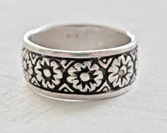 Wide Band Ring Sterling Silver Floral Pattern Vintage European Size 8 Ring Wedding Band Vintage Jewelry 925 Bridal Jewelry Madrid Spain