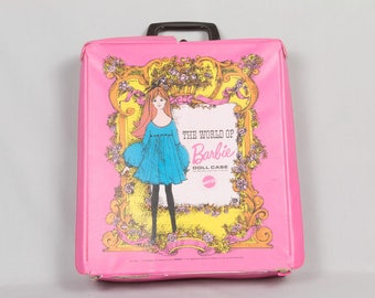 The world of Barbie Suitcase dated 1968, Pink trunk White inside, Barbie travels Been played with