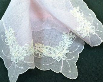 VINTAGE WEDDING HANKIE Pale Pink Linen and Tambour Lace, Floral Applique at Each Corner Scalloped Edge, Excellent Condition