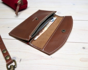 Leather wallet slim design purse with vegetable tanned leather Zipper pocket Credit cards Optional initials custom engraving