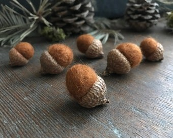 Felted wool acorns, set of 6, Fox Brown, waldorf acorns, brown felt acorns, woodland birthday decor, teacher gifts, acorn autumn decoration