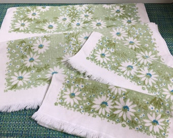 1960/70's Martex Flower Power Green and White Daisy  2 Bath Towels, 2 Hand Towels ~  vintage towel, green towel, vintage floral bath towel