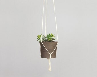 Modern and minimalist macrame plant hanger | DIY hanging planters | Off white pot holder | Indoor garden | Wall planter for herbs, succulent