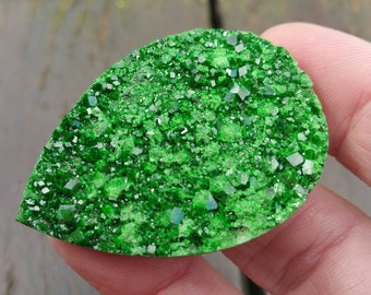 47mm UVAROVITE Garnet VIDEO link druzy cabochon AAA Museum Grade 47 by 33 by 7mm 111ct