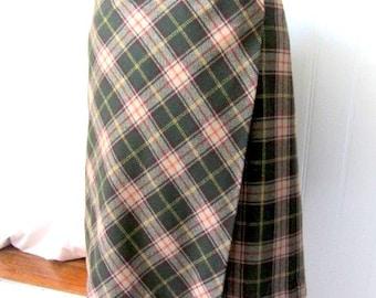 Vintage plaid skirt, Benetton skirt, plaid wool skirt, benetton wool kilt, vintage wool skirt, tartan wool skirt, winter wool skirt, green