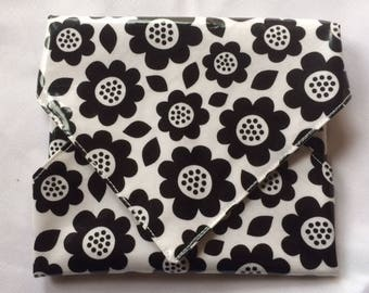 Black flowers Snackaby reusable dishwasher-safe snack sandwich wrap