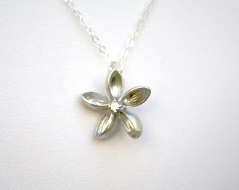 Flower Necklace in Silver. Plumeria Necklace in Sterling Silver. Sterling Silver Necklace. Bridesmaid Necklace. Bridal Necklace. Minimalist.