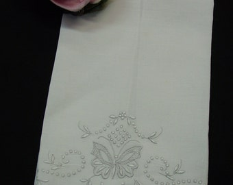 """Exquisite Vintage Guest Towel White Linen Embroidered with Butterfly, Flowers 13 1/2 x 20"""""""