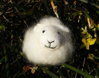 White Sheep - Needlefelted little woolly sheep for Easter, Spring or someone fond of sheep.