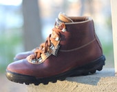 Vintage Vasque Sundowner Hiking Boots- Made in Italy- Stamped a size 8 M, beautiful condition