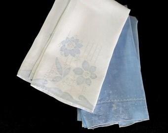 4 Vintage Tea Towels Blue and White Linen Applique Valenciennes Laces 399b