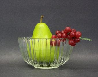 Vintage Ridged Glass Bowl (E1765 )