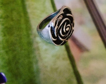 Silver tone Rose bud ring