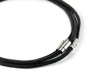 Paracord necklace with chrome magnetic clasp. (Black)