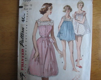 Simplicity Pattern 1553 Misses' Shortie Nightgown      1950's