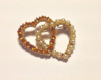 Vintage Duo Hearts Pin Amber Rhinestones - Faux Pearls Retro Brooch