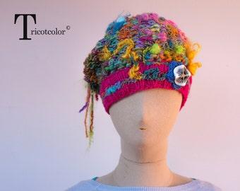 Bonnet béret femme en laine multicolore tricoté et crocheté à la main
