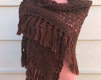 1970s Brown handmade knitted shawl - free size