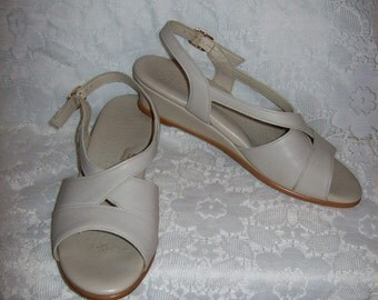 Vintage Ladies Off White Strappy Leather Sandals by SAS Size 8 N Only 6 USD
