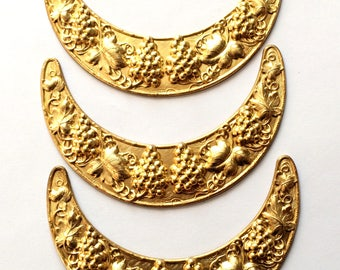 Brass Stampings, Grape Vine Stamping, Crescent Design, Necklace Base, Vintage, Raw Brass, US Made, Bsue Boutiques, 3.50 Inches, Item02112