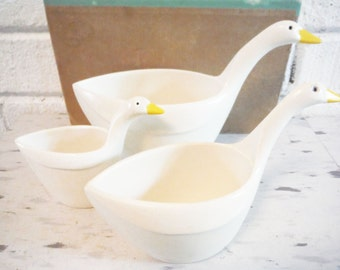 Goose measuring cups vintage stacking nesting bird decor retro kitchen