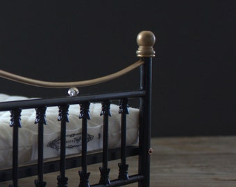 Queen Sized Victorian Inspired Wooden Bed for Blythe, 1/6 scale. Black Enamel.