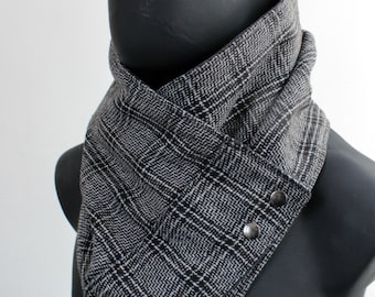 Unisex cowl, blanket scarf.Mens cowl scarf.Plaid cotton blend in black & brown,black and white with metalic snaps.Mens winter. Husband gift.