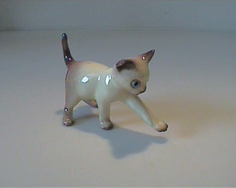 "Vintage miniature Hagen Renaker batting 2 1/2"" Siamese kitty cat"
