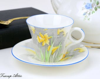 Shelley Teacup And Saucer Set With Daffodils,  English Bone China W2163 Tea Cup,  ca. 1945-1966
