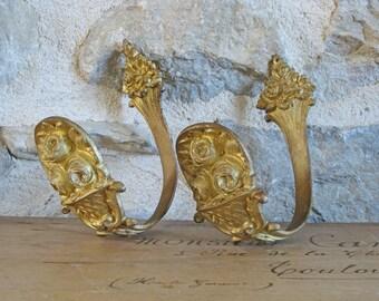 Bronze curtain holdbacks, pair of elegant French gilded drapery hooks