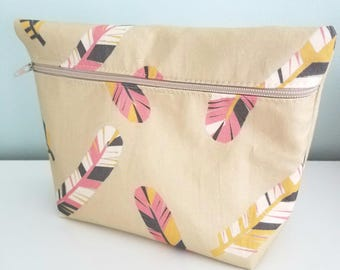 Feather Makeup Bag - Modern Makeup Bag - Bridesmaid Gift  -  Cosmetic Bag - Waterproof Bag - Kawaii Fabric