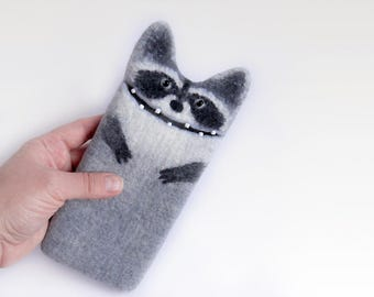 iPhone 7 / 7 Plus, iPhone 6 / 6 Plus Raccoon case, gray case, felt animal, wool sleeve,  phone cover, eco-friendly, ready to ship.