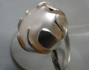 Huge White Pearl ring - size 8 1/4 US