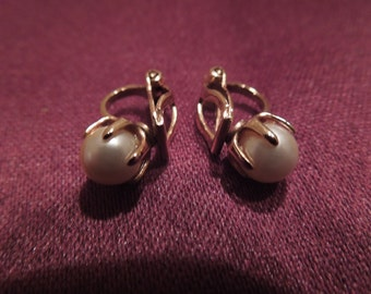Vintage Clip Earrings, Tiny, Gold Tone with Pearls.  Excellent Condition.