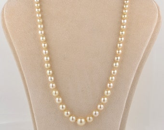 An Art Deco single strand cultured pearl necklace emerald clasp
